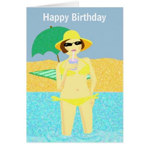 Chica amarillo del cumpleaños de la playa del biki felicitación