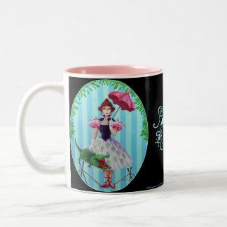 Chica apretado de la cuerda taza de café