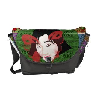 Chica asiático de la mariposa bolsas de mensajería