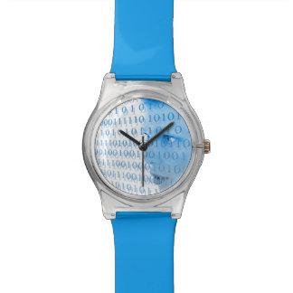 Chica binario azul reloj de mano