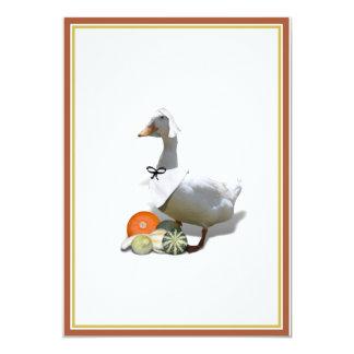 """Chica blanco del peregrino del pato de la acción invitación 5"""" x 7"""""""