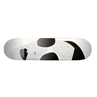 chica blanco y negro con las sombras skateboards