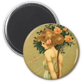 Chica bonito del vintage con los rosas y la maripo imán redondo 5 cm