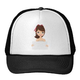 Chica bonito que lleva a cabo la muestra gorra