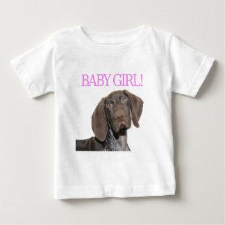 Chica brillante del perrito del grisáceo playera