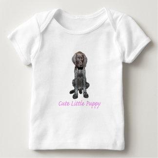 Chica brillante del perrito del grisáceo poleras
