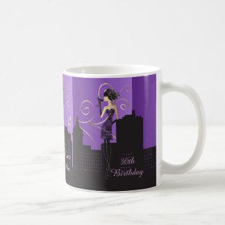 Chica con clase de la diva del personalizar taza
