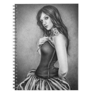 Chica con el cuaderno color de rosa