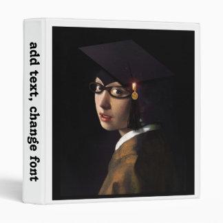 Chica con el gorra de la graduación (pendiente de