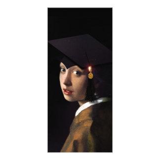 Chica con el gorra de la graduación tarjeta publicitaria