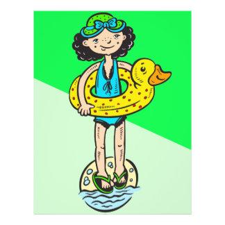 """Chica con el juguete de la piscina folleto 8.5"""" x 11"""""""