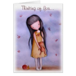 Chica con el oso de peluche que piensa en usted tarjeta de felicitación