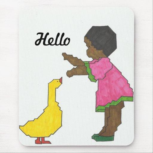 Chica con el pato amarillo Mousepad