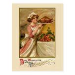Chica con el pavo de la carne asada tarjetas postales