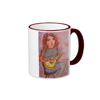 chica con el pelo y el ukulele rojos taza a dos colores
