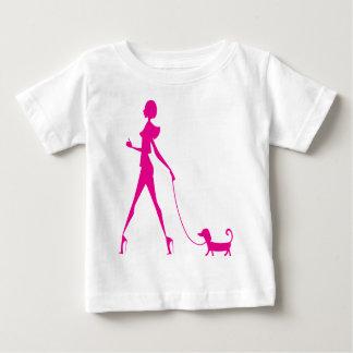 chica con el perro playera de bebé