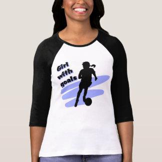Chica con la camiseta de las metas camisas
