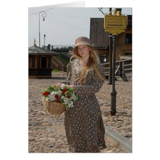 Chica con la cesta de flores tarjeta de felicitación