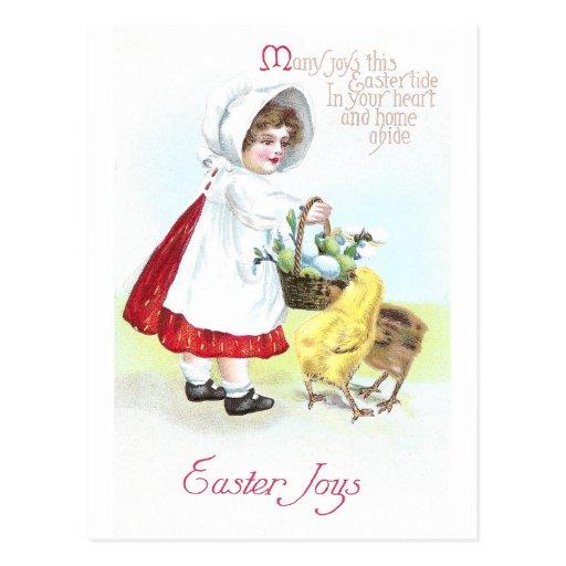 Chica con la cesta de huevos y de polluelos postal