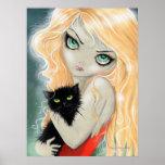 Chica con la impresión del poster del gato negro