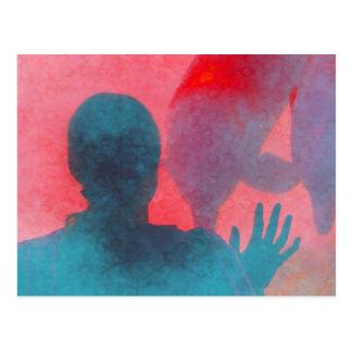 Chica con la mano para arriba por el rosa azul del tarjetas postales