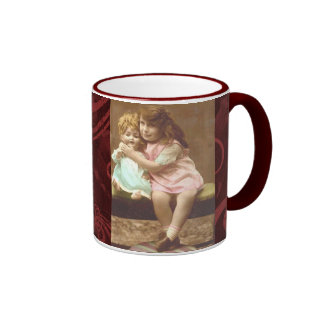 chica con la taza del vintage de la muñeca