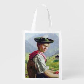 Chica con un gorra en paisaje de la montaña bolsas reutilizables