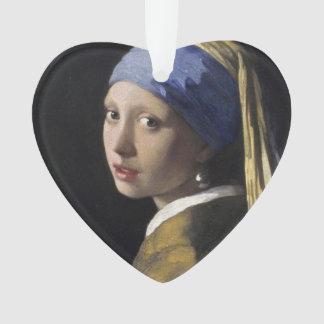 Chica con un pendiente de la perla