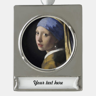 Chica con un pendiente de la perla adornos personalizables