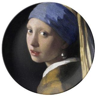 Chica con un pendiente de la perla platos de cerámica