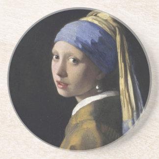 Chica con un pendiente de la perla posavasos personalizados