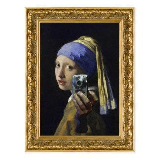 Chica con un pendiente de la perla - tiro del uno postal