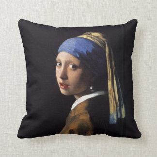 Chica con una pintura del pendiente de la perla po cojin