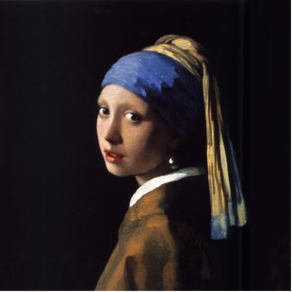 Chica con una pintura del pendiente de la perla po esculturas fotográficas