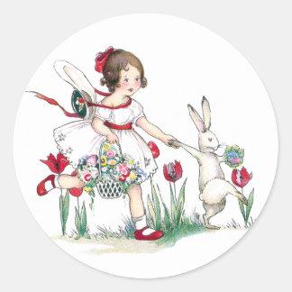 Chica, conejo y flores de Pascua Pegatina Redonda