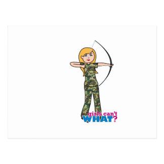 Chica de Archer en Camo - luz Tarjetas Postales