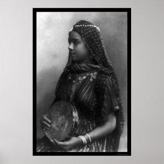 Chica de baile egipcio con su pandereta 1904 poster