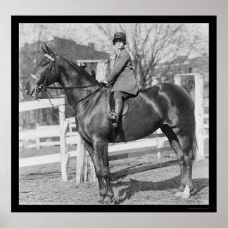 Chica de Equestrienne en su caballo 1926 Póster