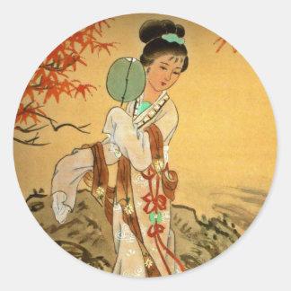 Chica de geisha con la fan pegatina redonda