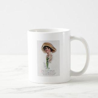 Chica de Gibson en gorra y lazo verde Taza Clásica