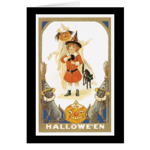 Chica de Halloween del vintage con los gatos Felicitacion
