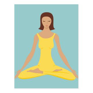 Chica de la actitud de la yoga postales