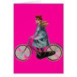 Chica de la bicicleta del vintage en el rosa de ne tarjetón