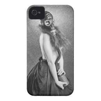Chica de la careta antigás carcasa para iPhone 4 de Case-Mate