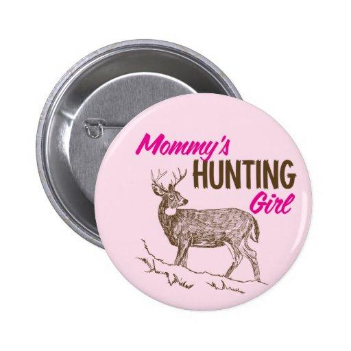 Chica de la caza de la mamá pin
