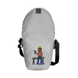 Chica de la construcción bolsas de mensajeria