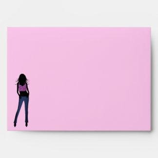 Chica de la diva en sobre de la tarjeta de