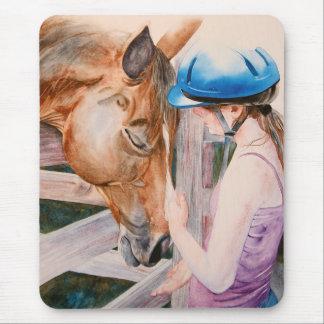 Chica de la equitación y su amante del animal del alfombrillas de raton