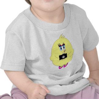 Chica de la fotografía del polluelo del tecleo camisetas