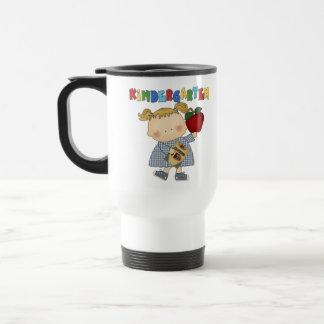 Chica de la guardería taza de café
